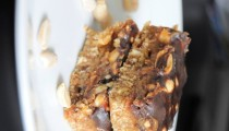 Domácí snickers nepečené řezy