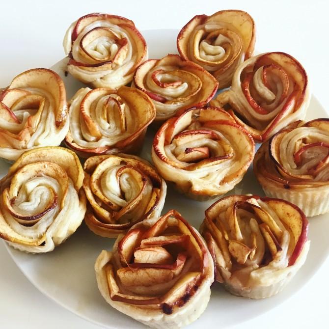 Jablečné růžičky s javorovým sirupem